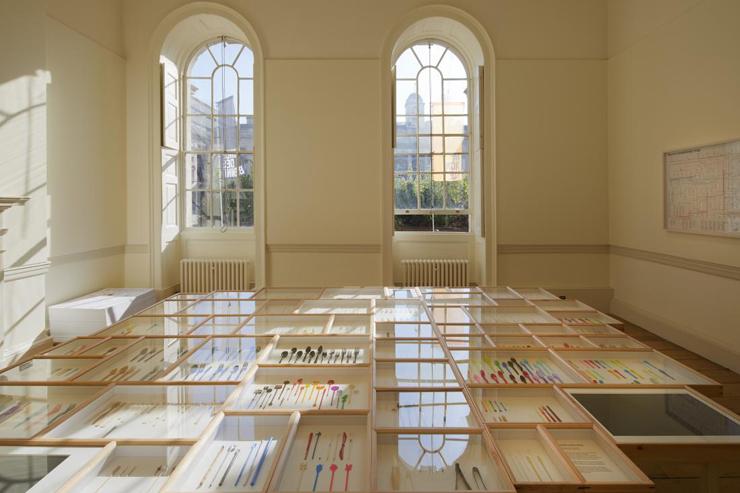 使い捨てスプーンのインスタレーション『Spoon Archaeology』展示風景